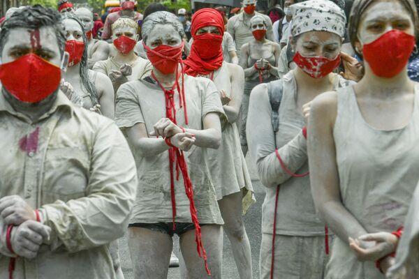 Los participantes de una protesta antigubernamental en Medellín (Colombia). - Sputnik Mundo