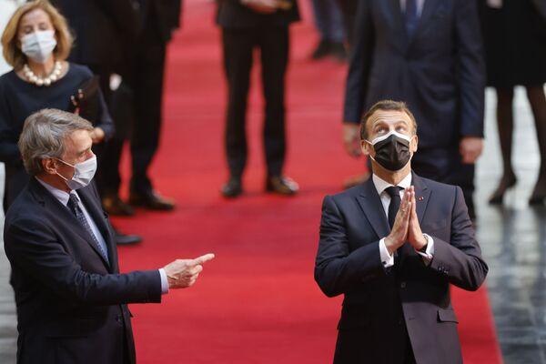 El presidente del Parlamento Europeo, David Sassoli, el presidente francés, Emmanuel Macron, antes del inicio de la conferencia sobre el futuro de Europa en el Parlamento Europeo, en Estrasburgo (Francia). - Sputnik Mundo