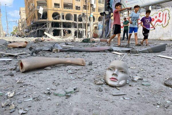 El lugar de los bombardeos de la aviación israelí en la ciudad de Gaza. - Sputnik Mundo