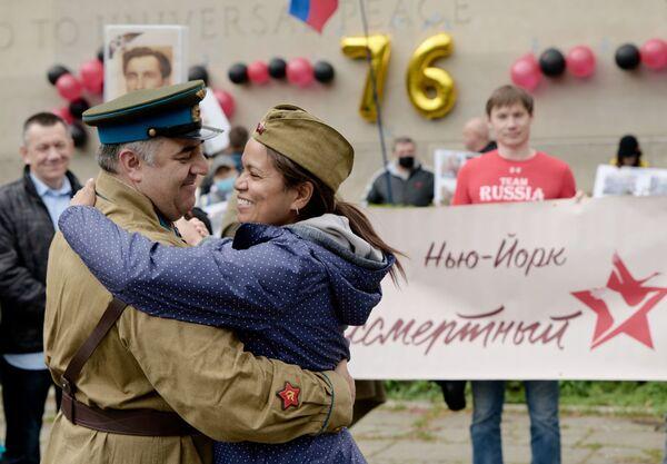 Los participantes de la marcha del Regimiento inmortal en Nueva York.  - Sputnik Mundo