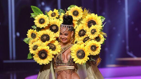 Мисс Доминиканская Республика Кимберли Хименес во время показа национального костюма конкурса Мисс Вселенная 2021 - Sputnik Mundo