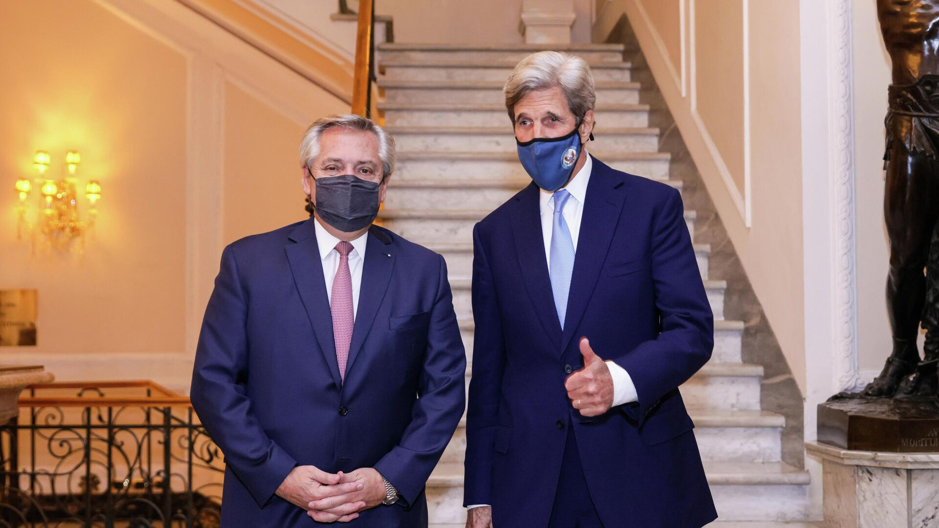 El Presidente argentino, Alberto Fernández,  se reunió en Roma con John Kerry, enviado especial para el Clima de los Estados Unidos - Sputnik Mundo, 1920, 14.05.2021