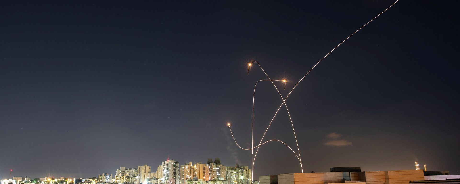 El sistema antimisiles israelí intercepta unos cohetes lanzados desde la Franja de Gaza hacia Israel - Sputnik Mundo, 1920, 15.05.2021