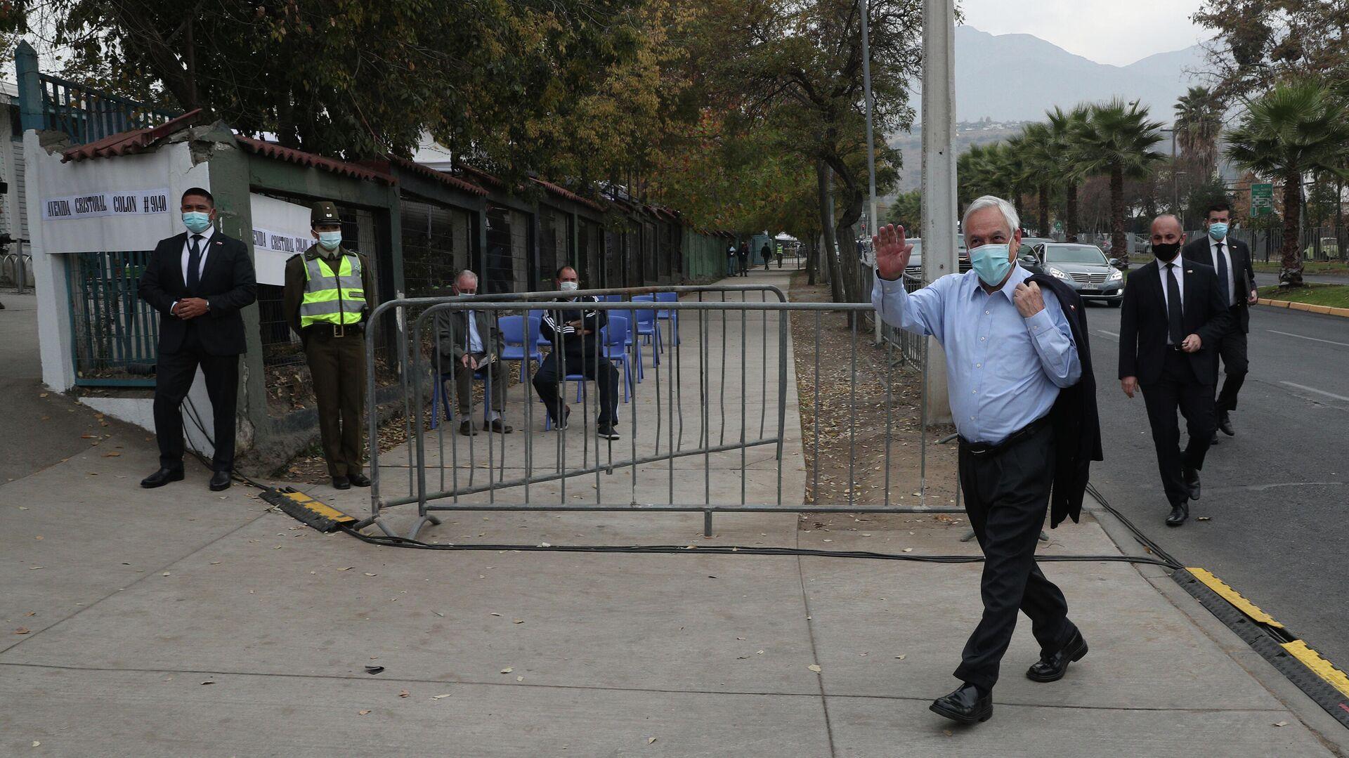 Sebastián Piñera, el presidente de Chile, acude a las urnas en las elecciones de gobernadores regionales de Chile, el 15 de mayo de 2021 - Sputnik Mundo, 1920, 15.05.2021