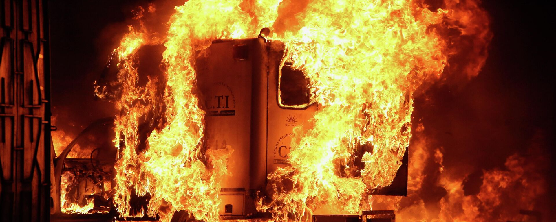 Incendio durante las protestas en Popayán, Colombia - Sputnik Mundo, 1920, 15.05.2021