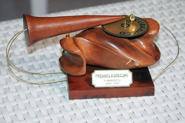 Estatuilla del Premio Cubadisco, obra del artista plástico cubano Nelson López - Sputnik Mundo