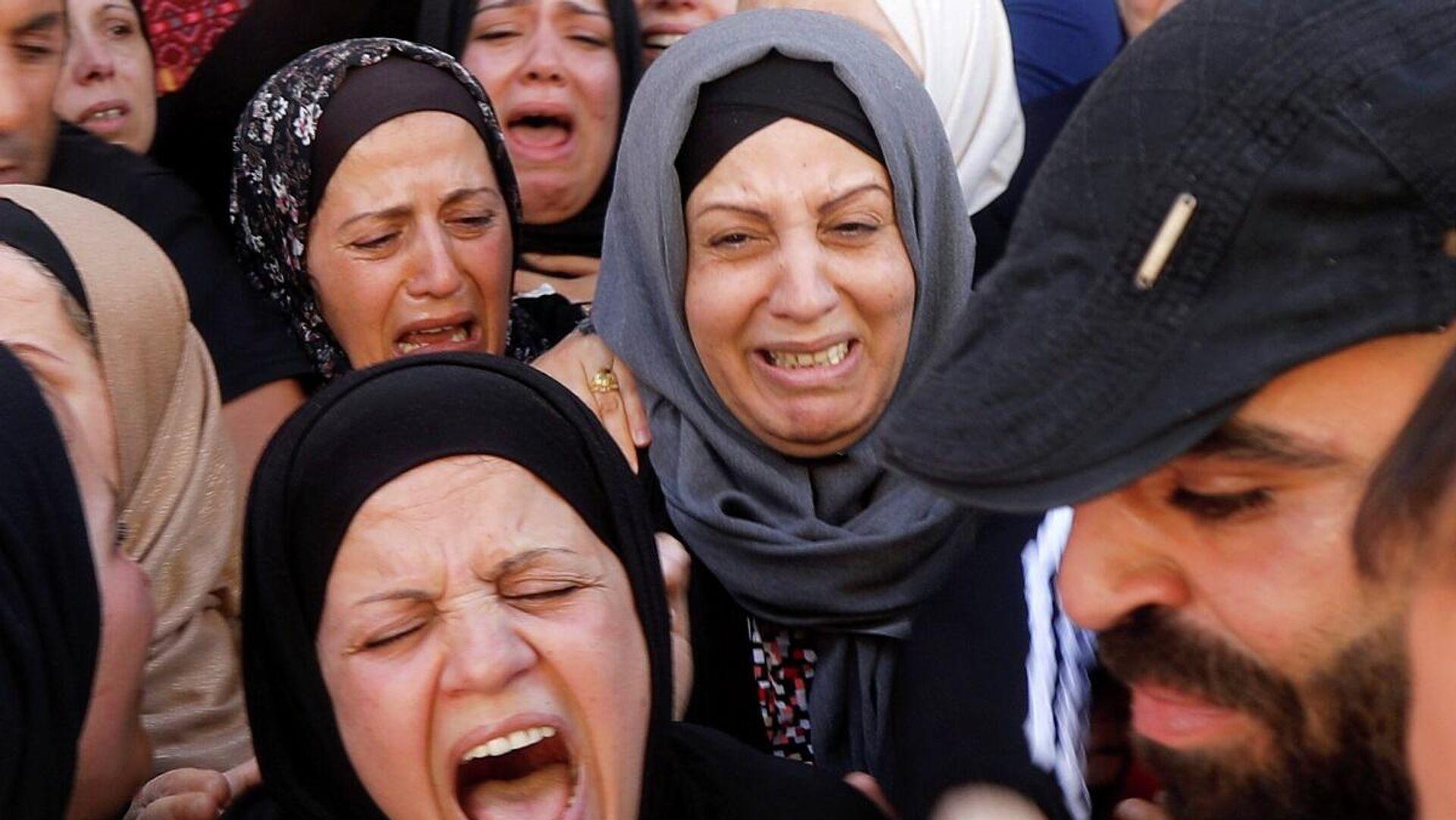 Mujeres palestinas lloran - Sputnik Mundo, 1920, 16.05.2021