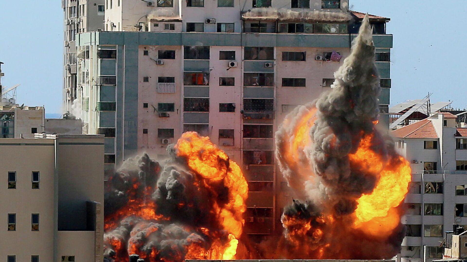 Explosión cerca de un edificio con oficinas de medios de comunicación en la Franja de Gaza - Sputnik Mundo, 1920, 17.05.2021