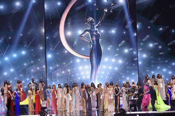 Durante el concurso, las participantes lucieron trajes nacionales y bikinis.También hablaron sobre sus objetivos y prioridades. - Sputnik Mundo