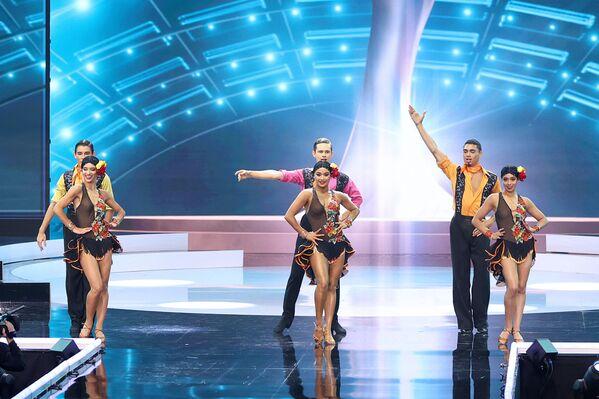 Un grupo de bailarines ameniza el concurso Miss Universo 2021. - Sputnik Mundo