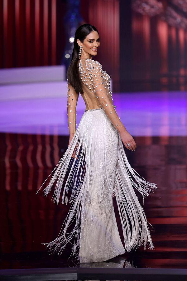La participante Estefana Soto de Puerto Rico recorre la pasarela del Miss Universo 2021. - Sputnik Mundo