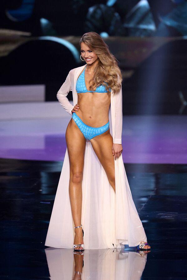La representante francesa Amandine Petit desfila en el Miss Universo 2021. - Sputnik Mundo