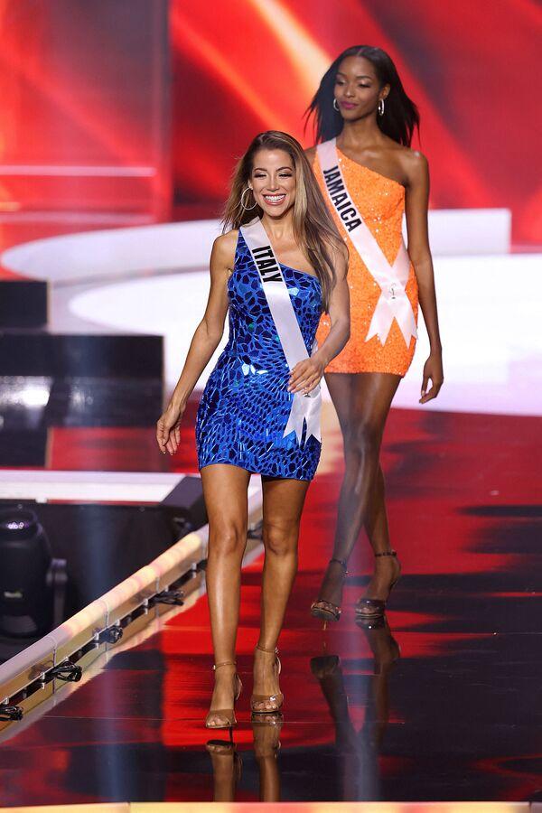 La representante de Italia Viviana Vizzini durante el Miss Universo 2021. - Sputnik Mundo