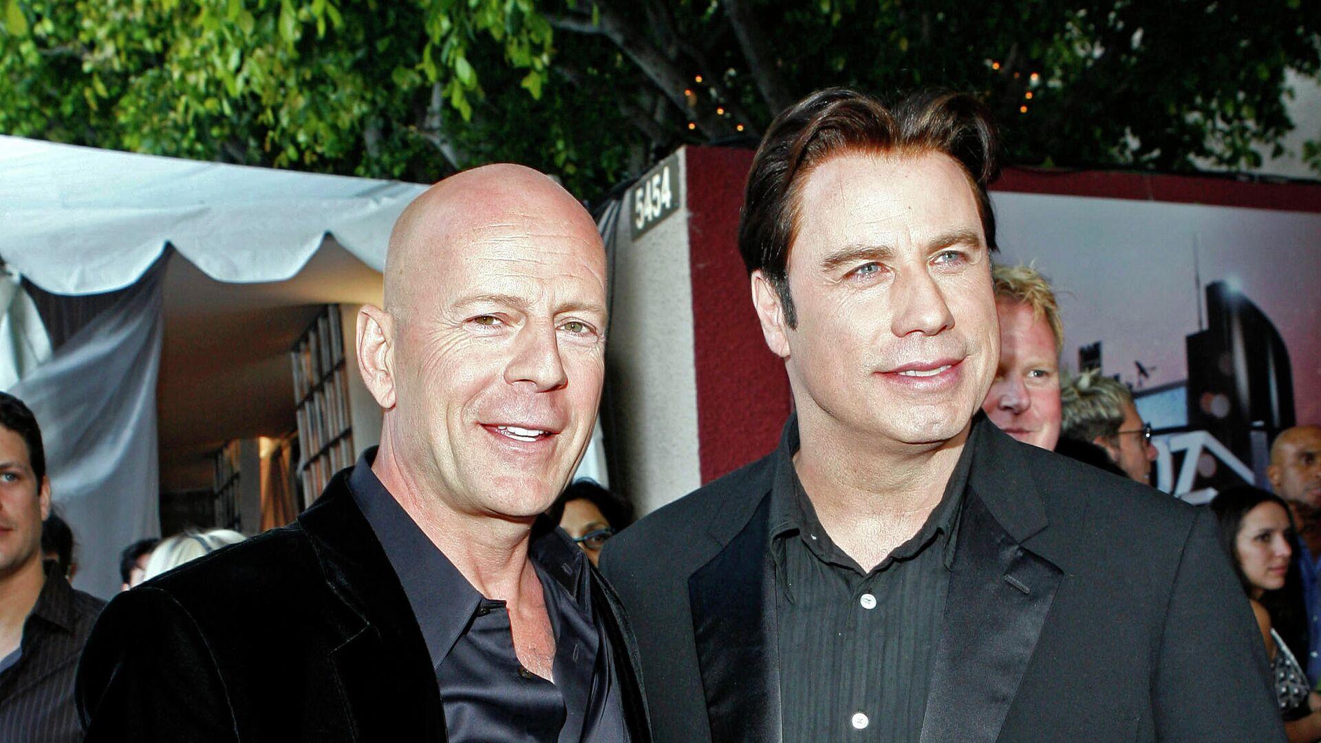 Los actores Bruce Willis y John Travolta en 2007 - Sputnik Mundo, 1920, 17.05.2021