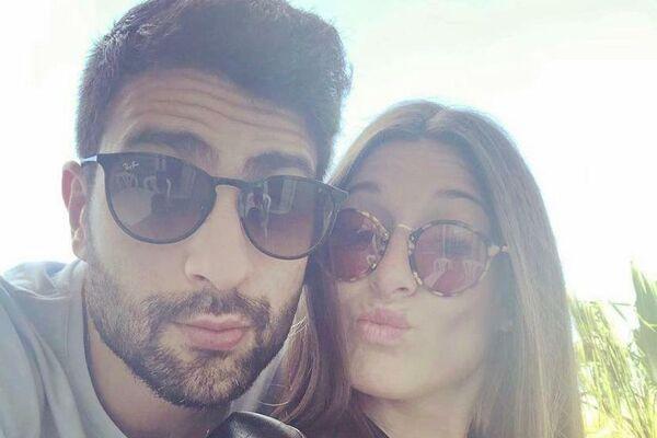 Nacho del Castillo, balonmano español, jugador de Club Balonmano Antequera, y su novia Espe López - Sputnik Mundo