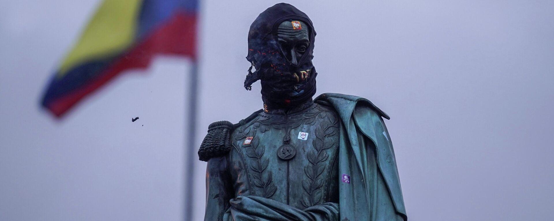 Estatua de Simón Bolívar durante las protestas contra el Gobierno de Colombia - Sputnik Mundo, 1920, 17.05.2021