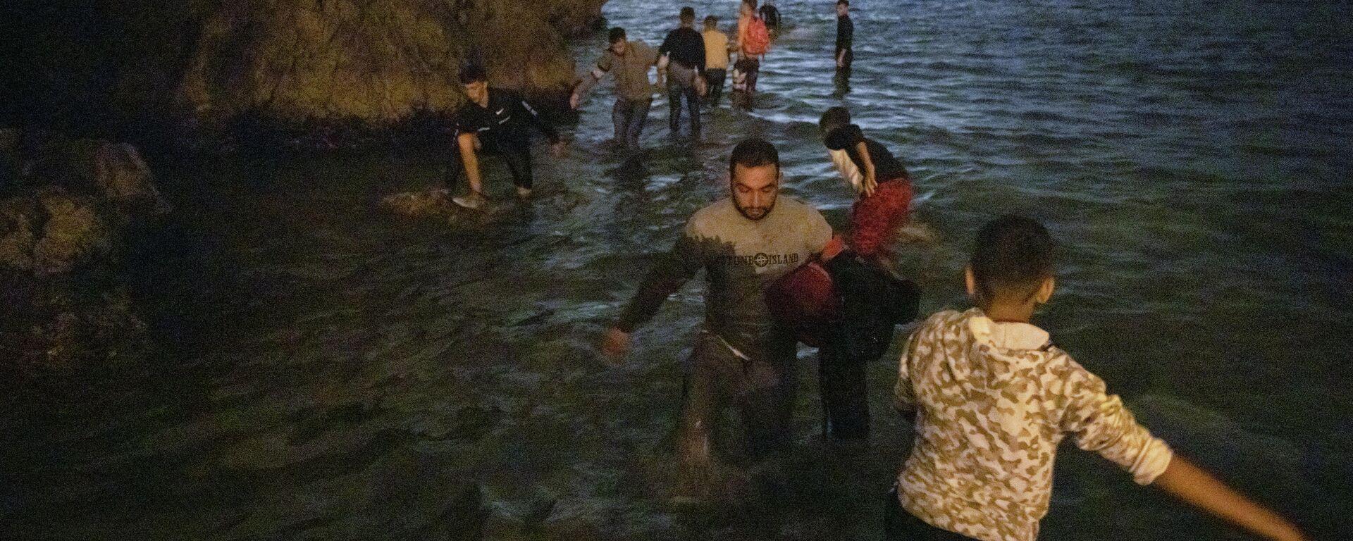Refugiados marroqíes llegan a Ceuta - Sputnik Mundo, 1920, 18.05.2021