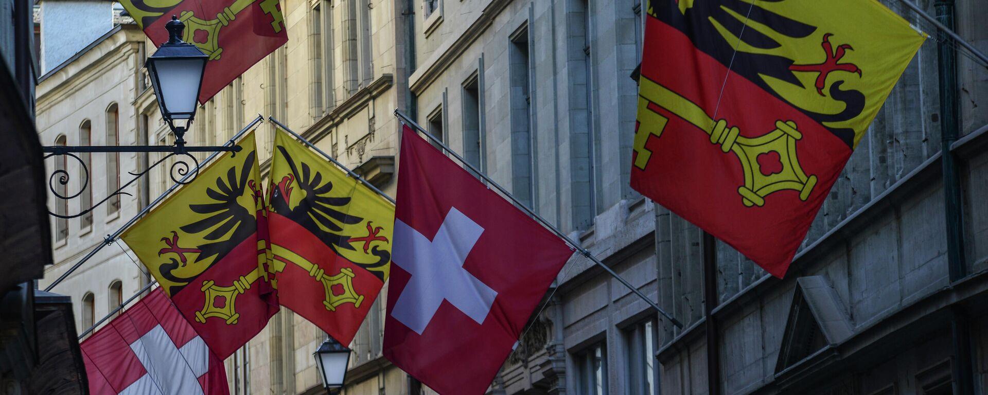 Las banderas de Suiza en una calle de Ginebra - Sputnik Mundo, 1920, 18.05.2021