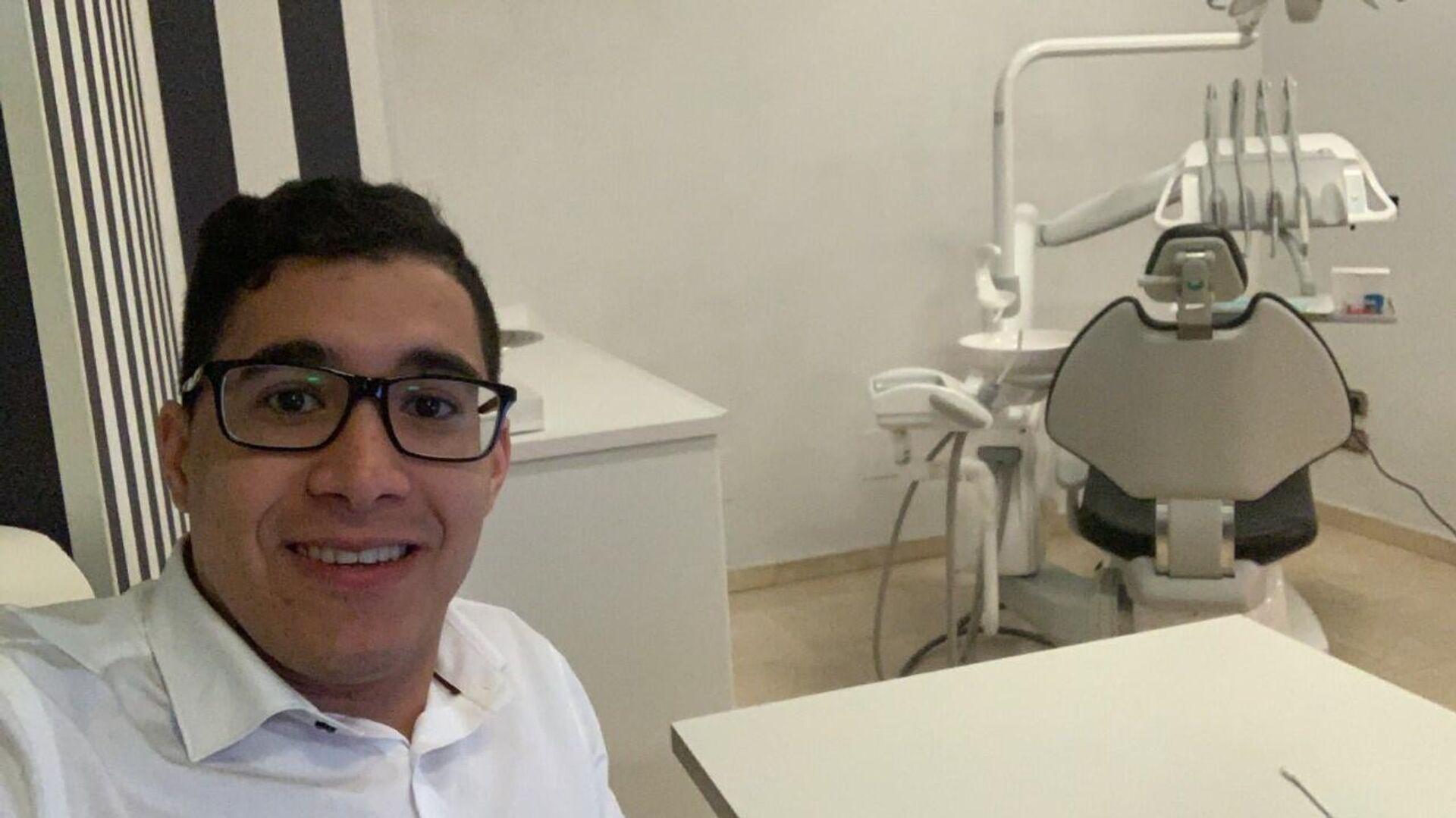 Andrés Durán, odontólogo venezolano de 26 años que fue estafado por Víctor Sánchez - Sputnik Mundo, 1920, 18.05.2021