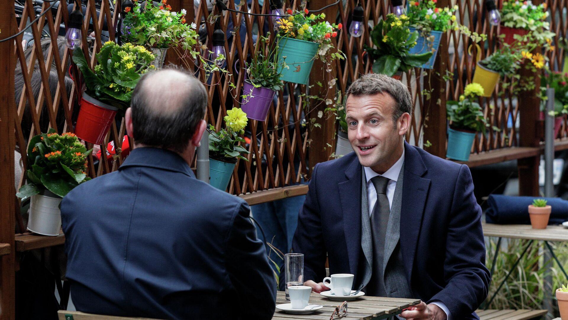 El presidente de Francia, Emmanuel Macron, toma café - Sputnik Mundo, 1920, 19.05.2021