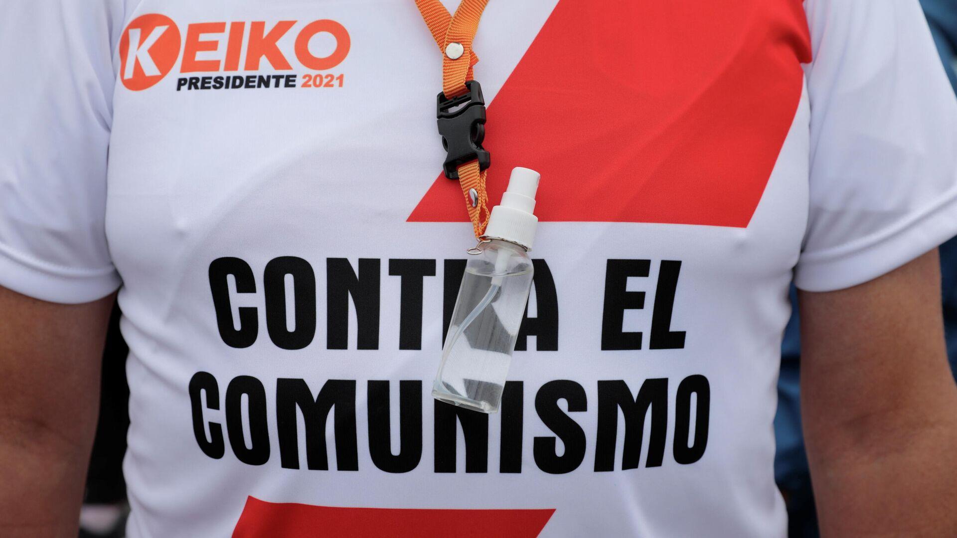 Partidario de Keiko Fujimori con camiseta que dice Contra el comunismo - Sputnik Mundo, 1920, 19.05.2021