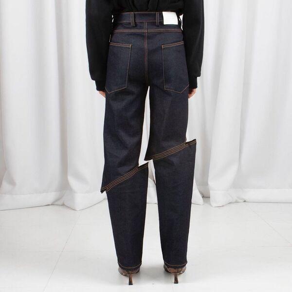 A día de hoy, el precio promedio de los jeans para hombres en EEUU es de poco más de 210 dólares. Los atuendos femeninos son más baratos, con un precio promedio de unos 165 dólares.En la foto: unos vaqueros de la marca LEJE Slash.  - Sputnik Mundo