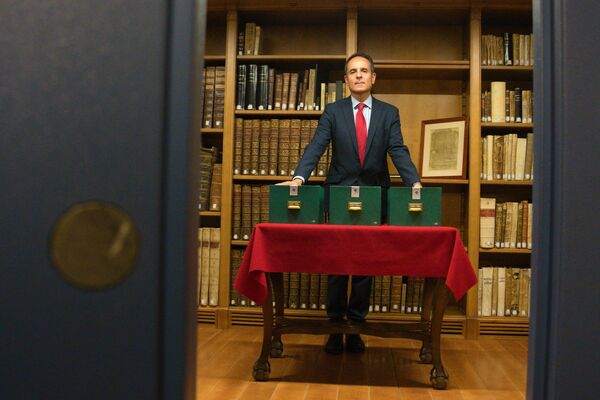 El Dr. Lorente reabre las muestras de ADN que preserva la Universidad de Granada - Sputnik Mundo
