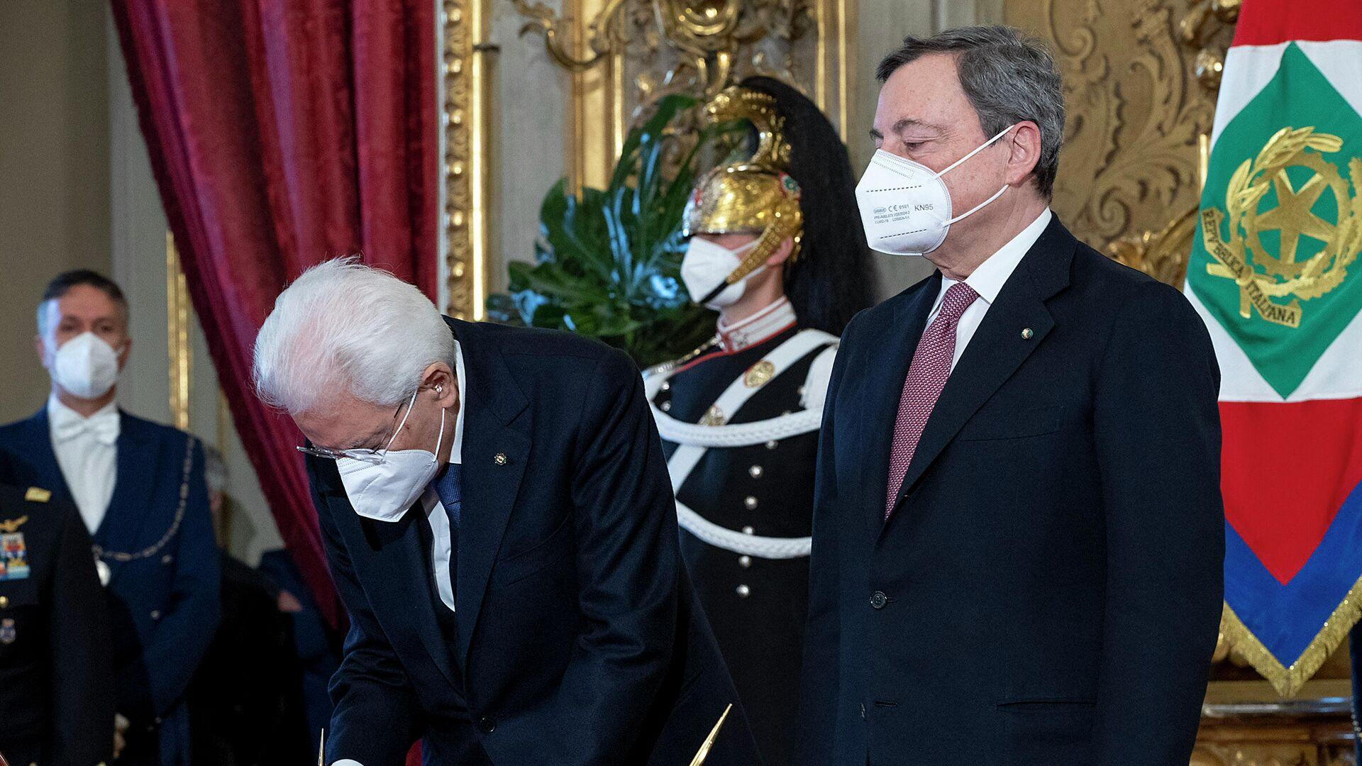 El presidente de Italia, Sergio Mattarella, y el primer ministro italiano, Mario Draghi - Sputnik Mundo, 1920, 20.05.2021