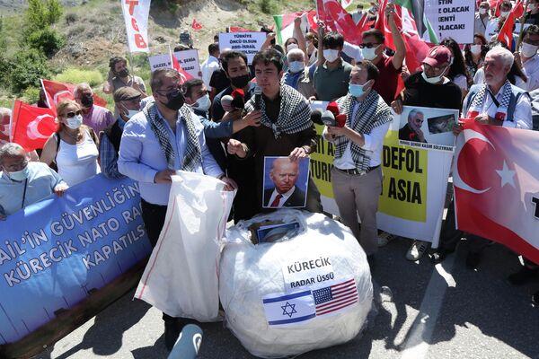 La manifestación cerca del radar Kurecik, en el este de Turquía - Sputnik Mundo
