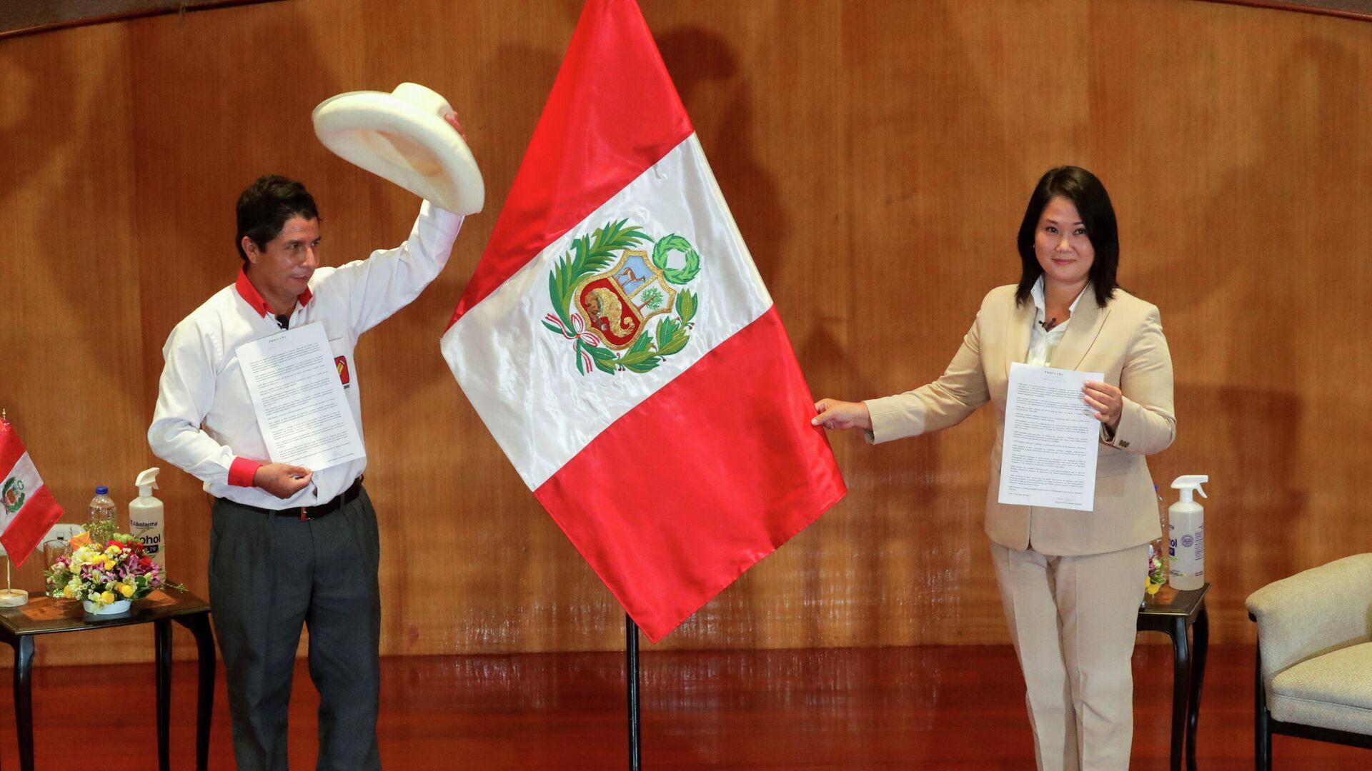 Los candidatos Pedro Castillo (Perú Libre, izquierda) y Keiko Fujimori (Fuerza Popular, derecha) - Sputnik Mundo, 1920, 28.05.2021