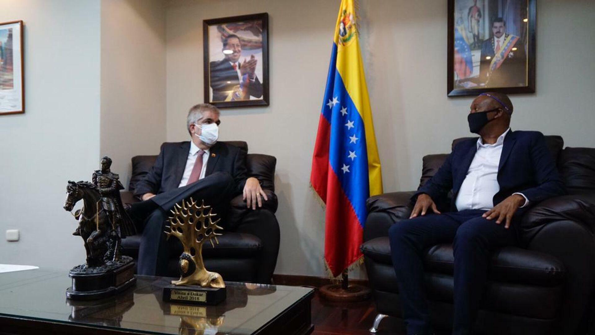 El viceministro venezolano, Yuri Pimentel y el diputado de Sudáfrica, Zolani Mkiva - Sputnik Mundo, 1920, 20.05.2021
