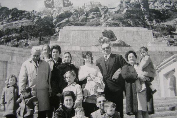 Miguel Ángel Sánchez, afectado por el síndrome de aceite tóxico de Salamanca, de recién nacido con su familia - Sputnik Mundo