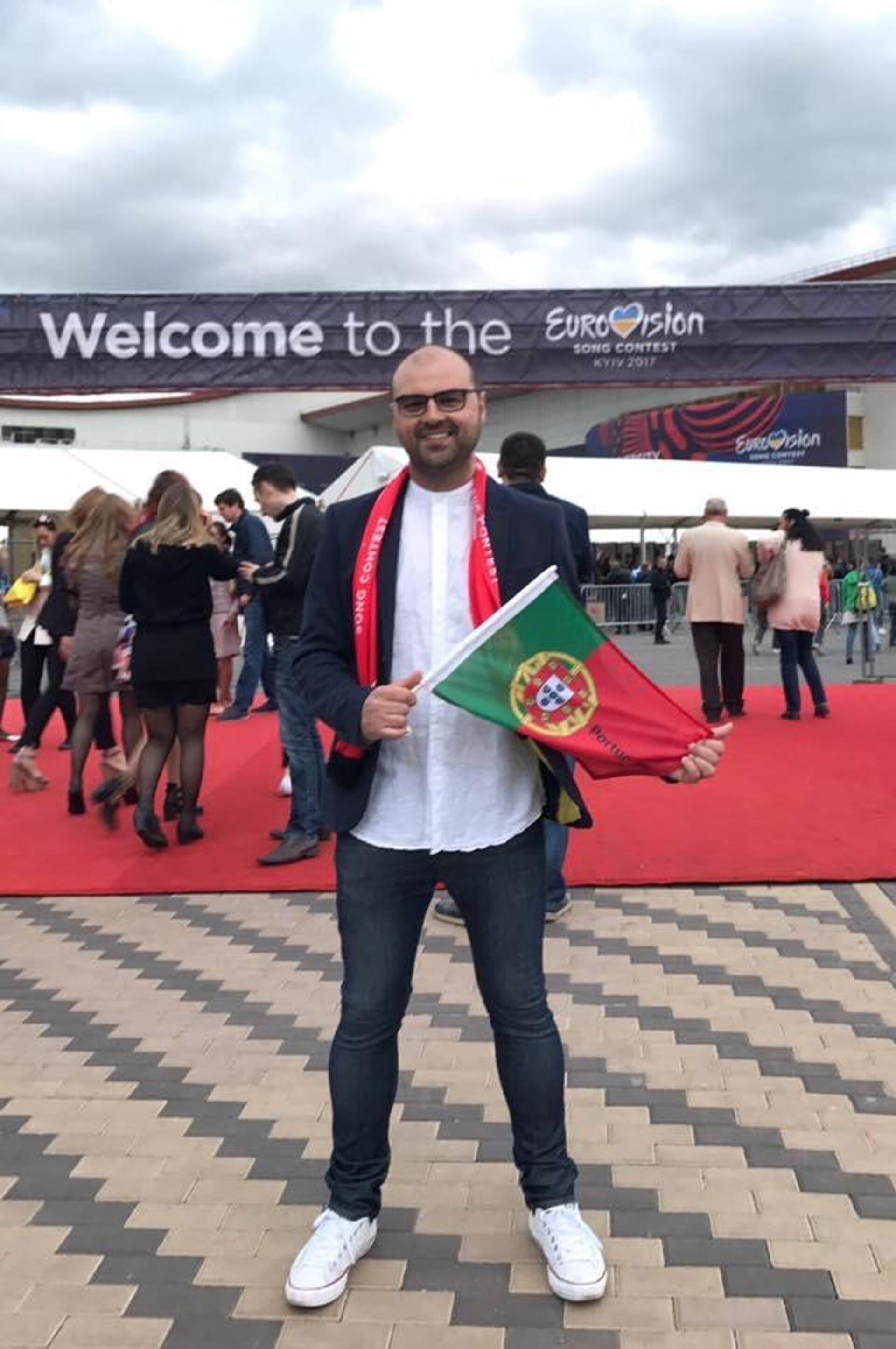 El eurofan español Iván Iñarra en el festival de Eurovisión celebrado en Kiev en 2017 - Sputnik Mundo, 1920, 21.05.2021