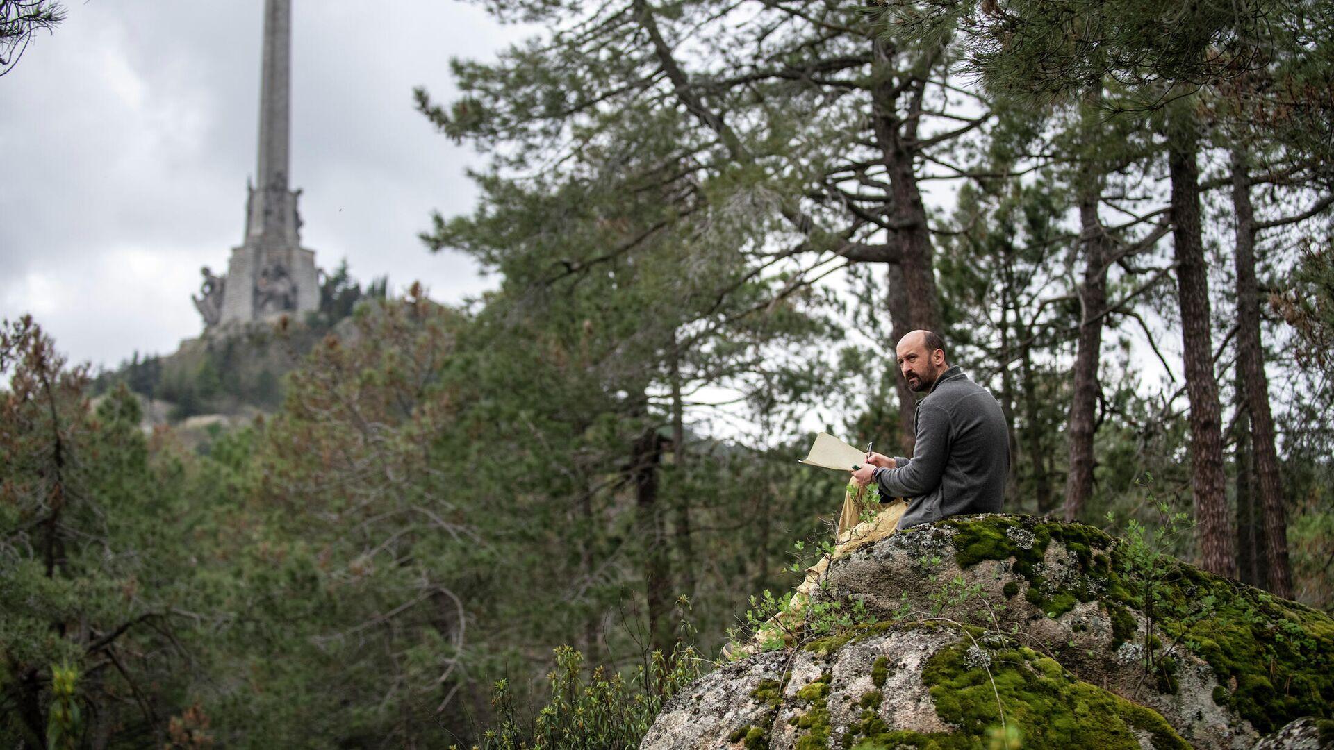 Alfredo González Ruibal en los bosques que rodean el monumento del Valle de los Caídos - Sputnik Mundo, 1920, 21.05.2021