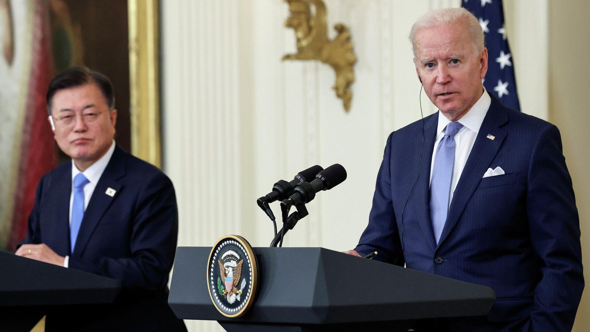 El presidente estadounidense Joe Biden durante una rueda de prensa conjunta con el presidente Moon Jae-in - Sputnik Mundo, 1920, 21.05.2021