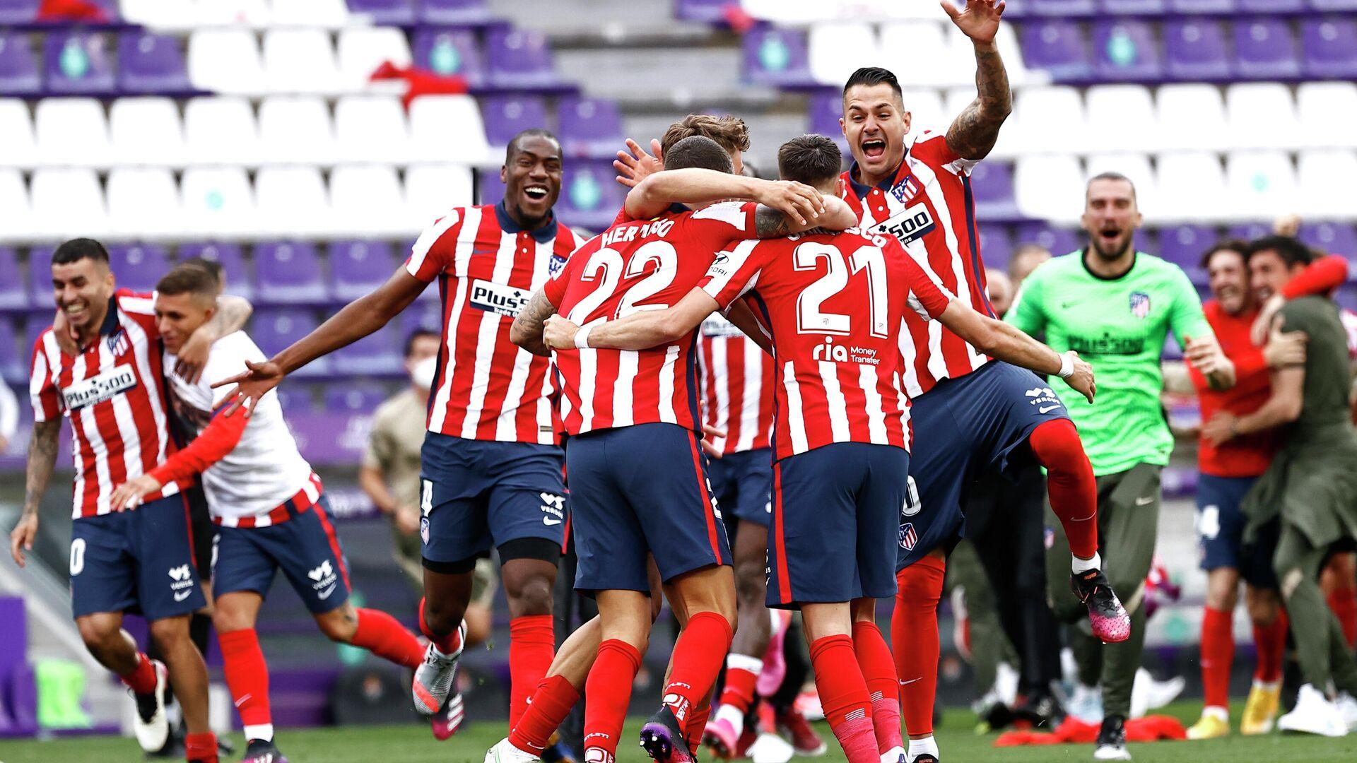 Jugadores del club español de fútbol Atlético de Madrid celebran su victoria ante el Real Valladolid y en LaLiga, en Valladolid (España), el 22 de mayo del 2021 - Sputnik Mundo, 1920, 22.05.2021