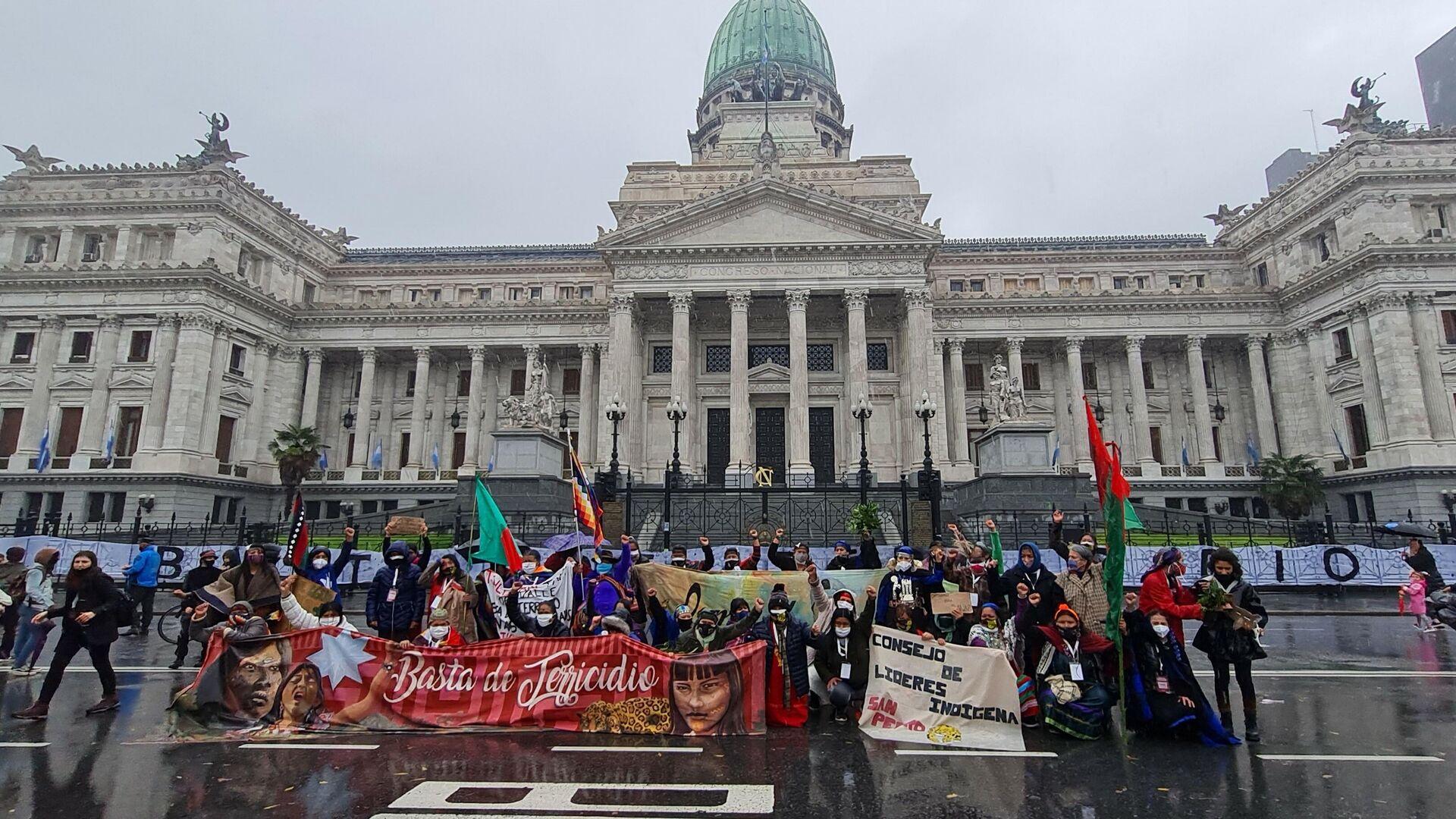 Mujeres indígenas caminaron 2.000 kilómetros desde sus comunidades hasta el Congreso nacional en Buenos Aires - Sputnik Mundo, 1920, 23.05.2021