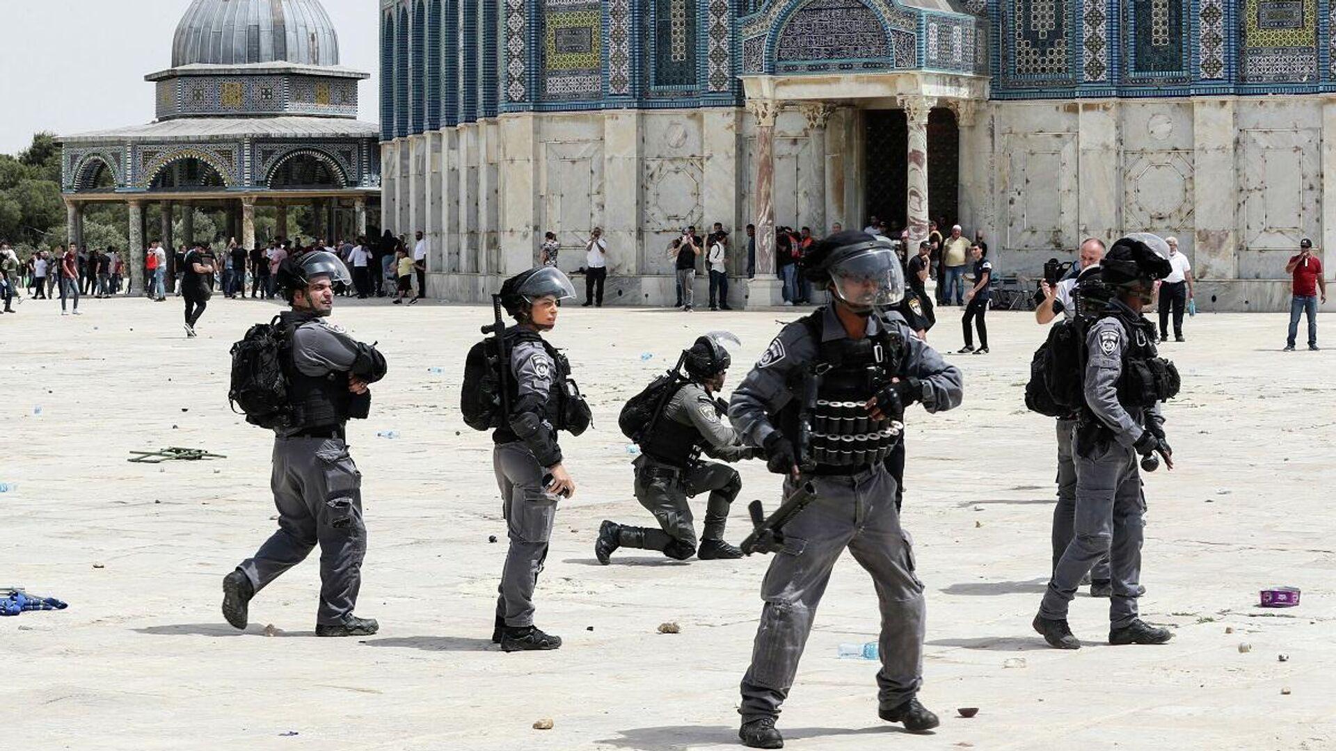Los enfrentamientos que se produjeron entre la Policía israelí y los manifestantes palestinos tras las oraciones de la tarde, el 21 de mayo - Sputnik Mundo, 1920, 23.05.2021
