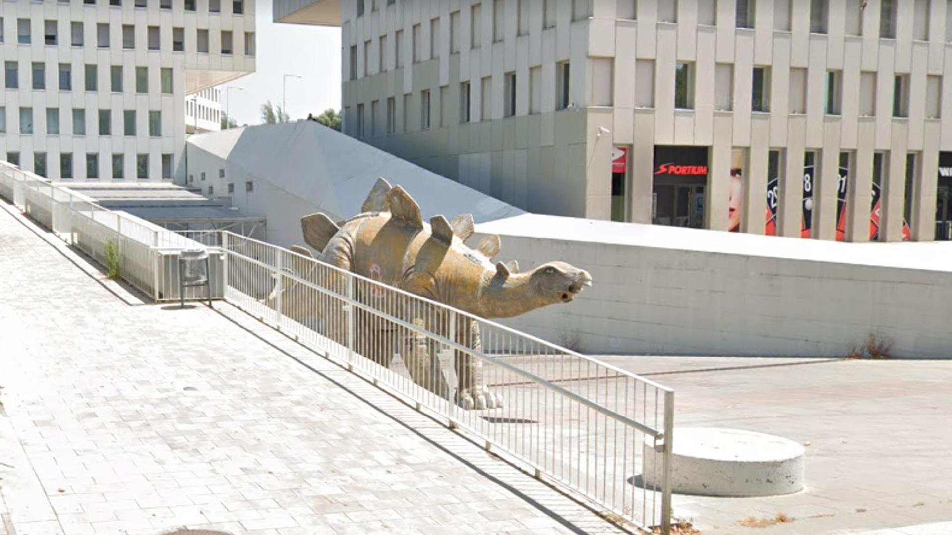 Dinosaurio en el que fue hallado el cadáver del hombre (Santa Coloma de Gramenet, Barcelona) - Sputnik Mundo, 1920, 24.05.2021