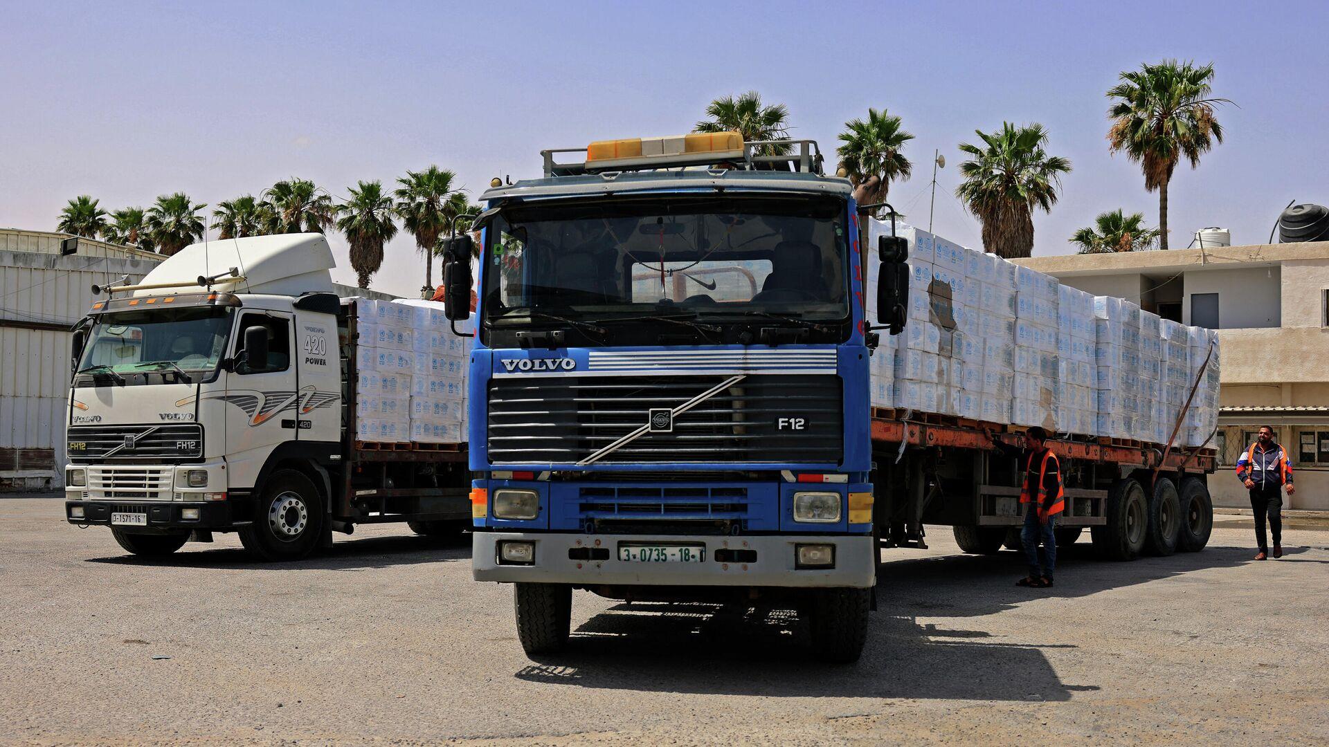 Camiones con ayuda humanitaria en el cruce Kerem Shalom - Sputnik Mundo, 1920, 24.05.2021