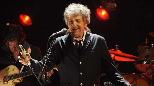 Боб Дилан выступает в Лос-Анджелесе - Sputnik Mundo