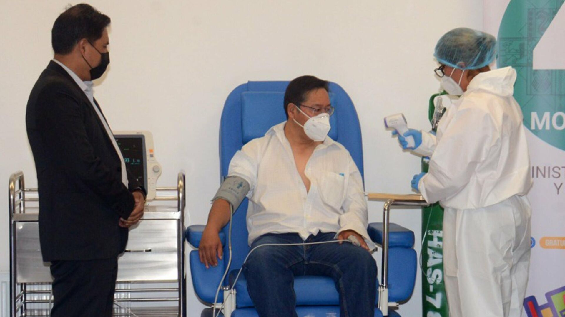 El presidente de Bolivia, Luis Arce, recibe la primera dosis de la vacuna Sputnik V - Sputnik Mundo, 1920, 24.05.2021