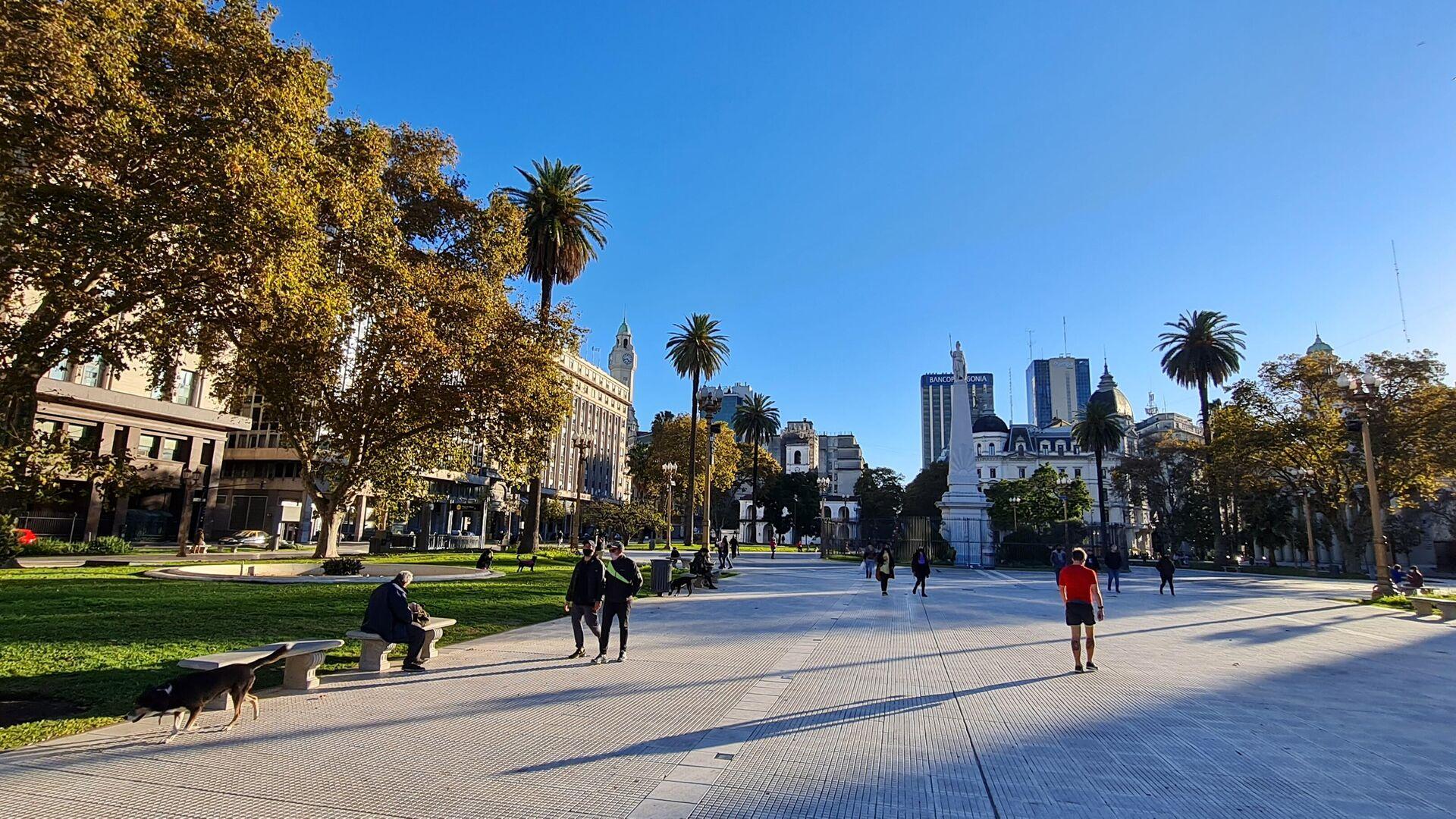 La Plaza de Mayo y los edificios públicos y calles de sus inmediaciones, con muy bajo movimiento. - Sputnik Mundo, 1920, 03.08.2021