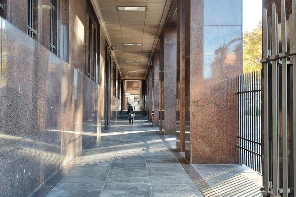 Poco movimiento en los edificios públicos y calles de las inmediaciones de Plaza de Mayo - Sputnik Mundo
