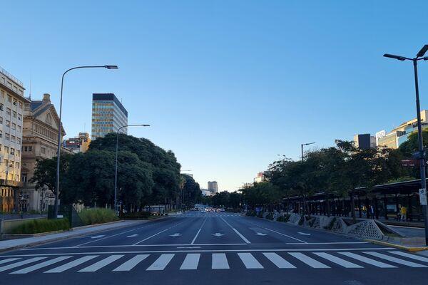 La Avenida 9 de julio desierta durante el 25 de mayo. - Sputnik Mundo