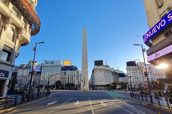Casi nadie circulando sobre el Obelisco de Buenos Aires - Sputnik Mundo