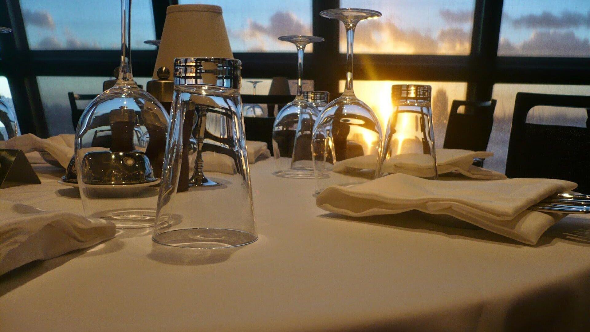 La mesa de un restaurante. Imagen referencial - Sputnik Mundo, 1920, 28.05.2021