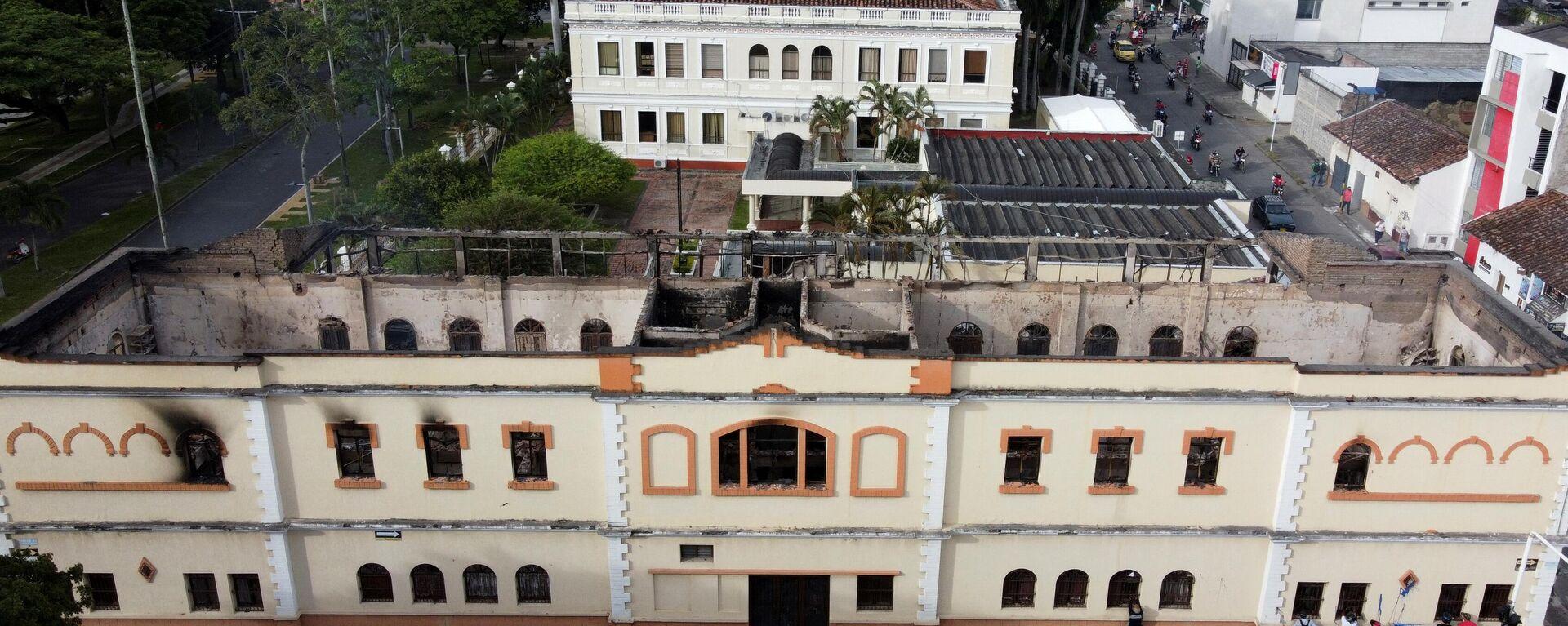 El Palacio de Justicia de Tuluá, en Colombia, fue incendiado en medio de protestas a nivel nacional - Sputnik Mundo, 1920, 28.05.2021