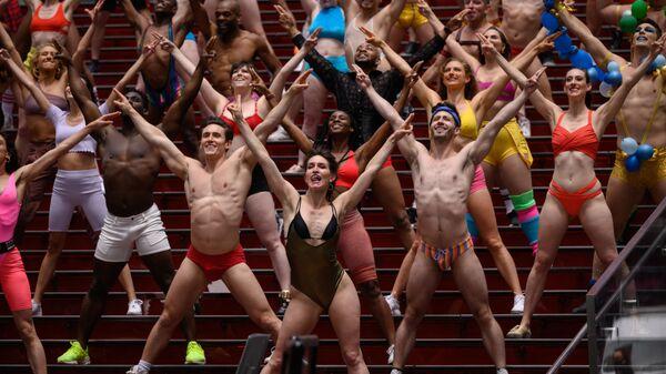 Участники и актеры благотворительного шоу по сбору средств Broadway Bares выступают в шоу «Twerk from Home» на Таймс-сквер - Sputnik Mundo