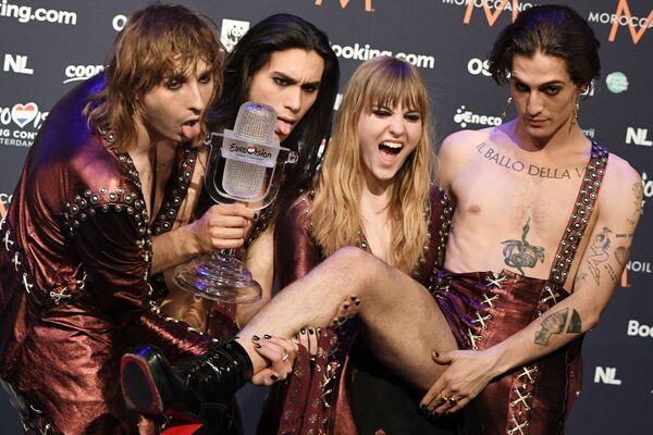 Los integrantes del grupo italiano Maneskin, ganadores de la edición de 2021 del concurso musical internacional Eurovisión, posan para una foto en Róterdam, los Países Bajos. - Sputnik Mundo